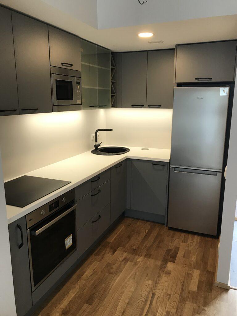 väike nurgaga köök