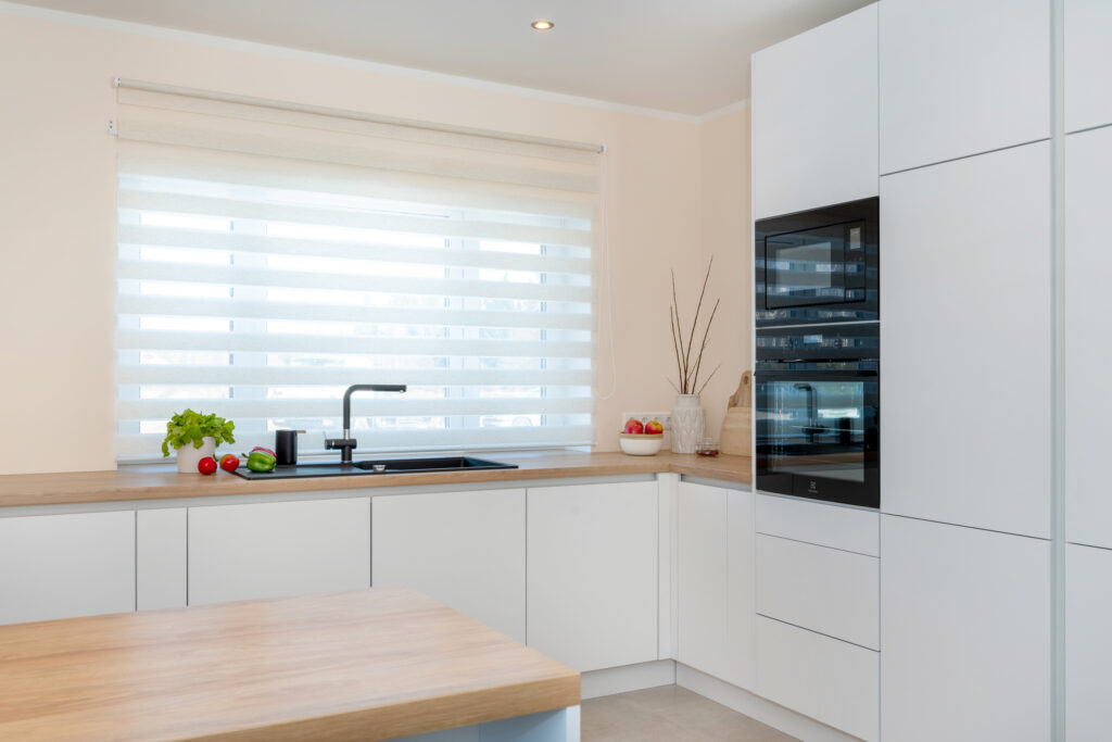 Avar valgusküllane köök 2 - köögimööbel24