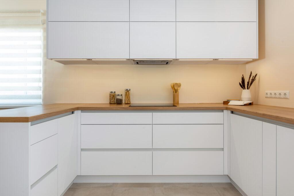 Avar valgusküllane köök 6 - köögimööbel24