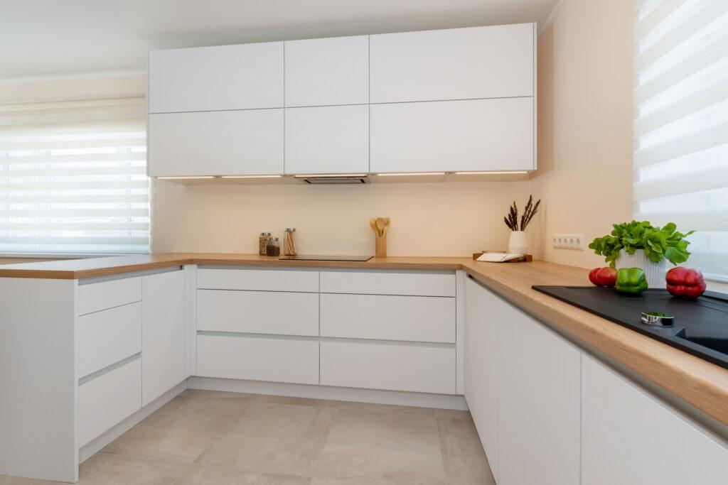 Avar valgusküllane köök 7 - köögimööbel24