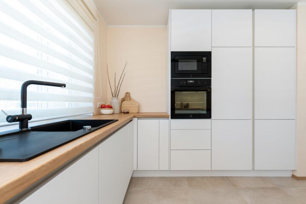 Avar valgusküllane köök 8 - köögimööbel24