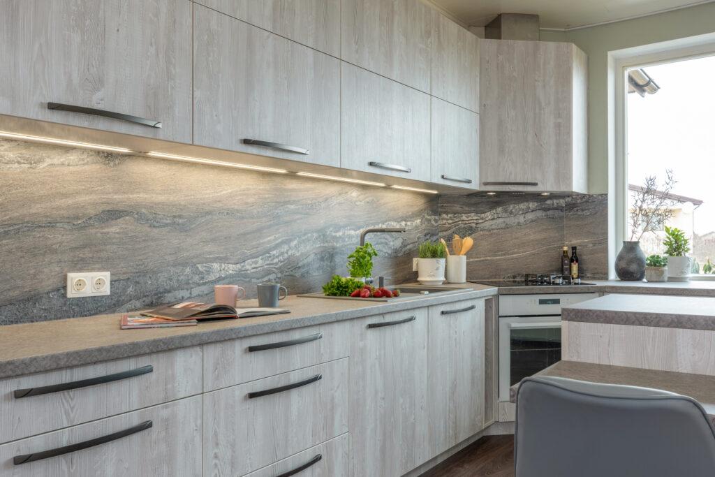 Puidumustriga köök -3 - köögimööbel24