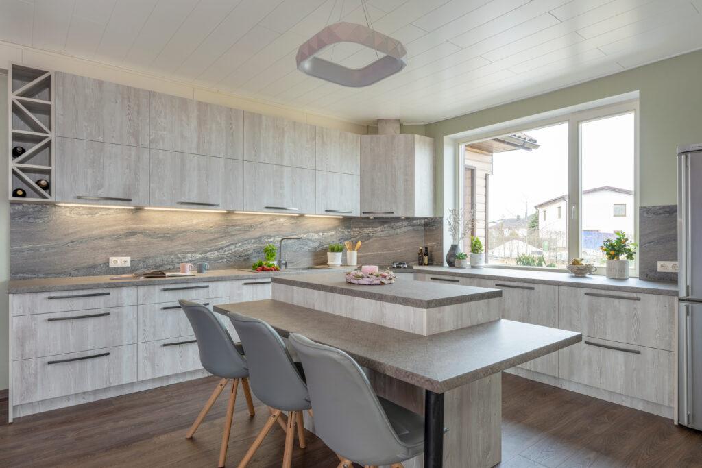 Puidumustriga köök - köögimööbel24